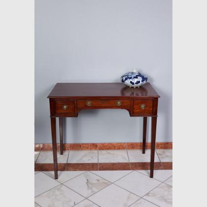 Schreibtisch von sehr guter Qualität 12621