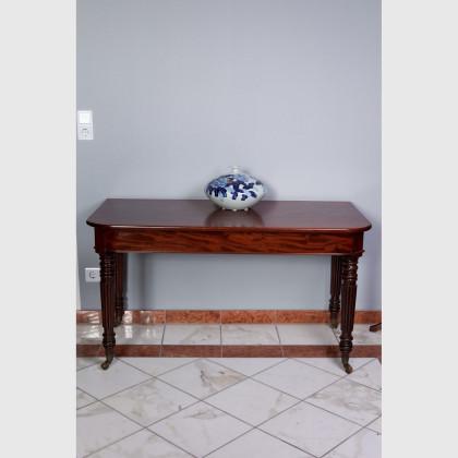 Tisch von sehr guter Qualität 12653