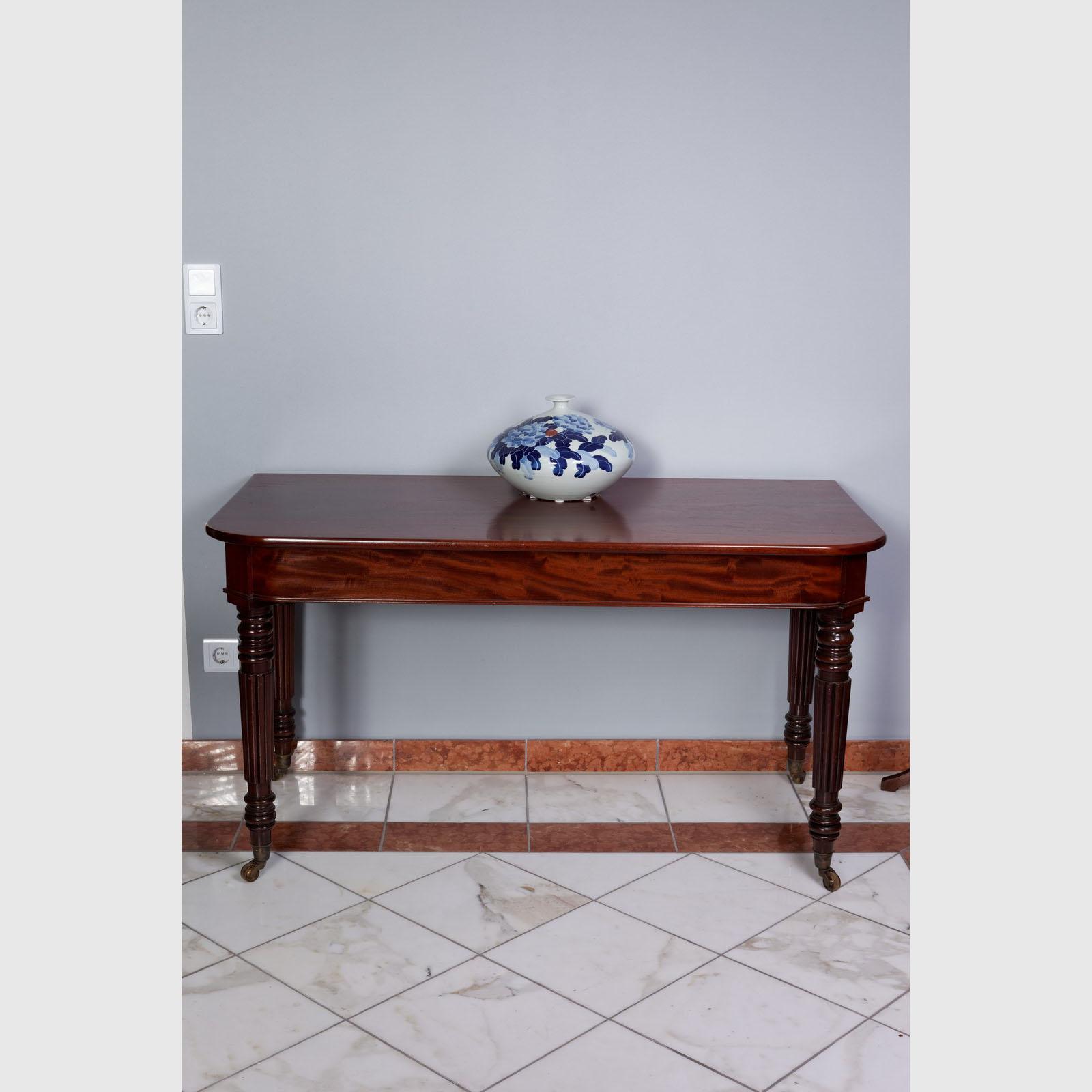 hallentisch von sehr guter qualit t the english house. Black Bedroom Furniture Sets. Home Design Ideas