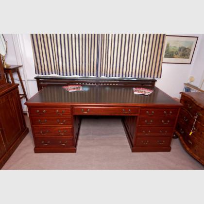 Großer Schreibtisch 12787