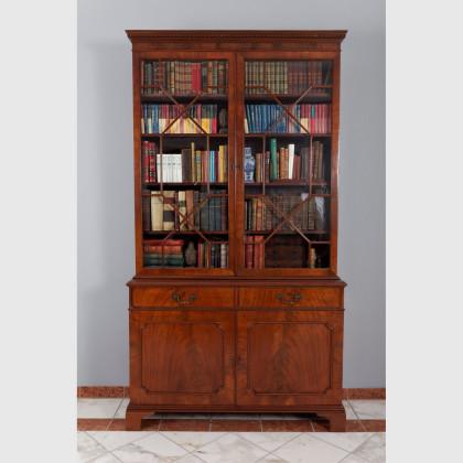 Zweitüriger Bücherschrank von sehr guter Qualität 12859