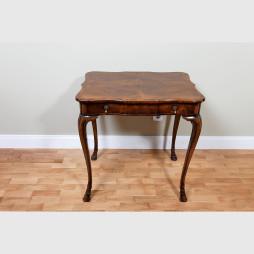 Tisch im Queen Anne-Stil