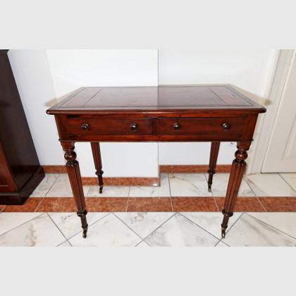 Kleiner englischer Schreibtisch