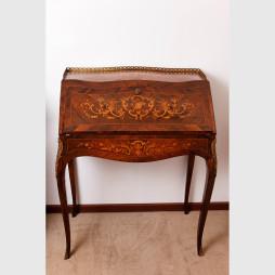 Kleiner Damensekretär im Louis XV-Stil