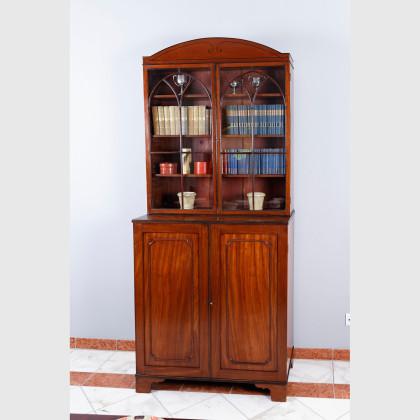 Zweitüriger Bücherschrank