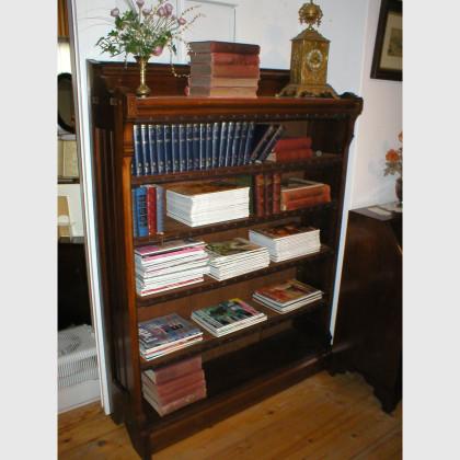 Offenes Bücherregal aus Nußbaum