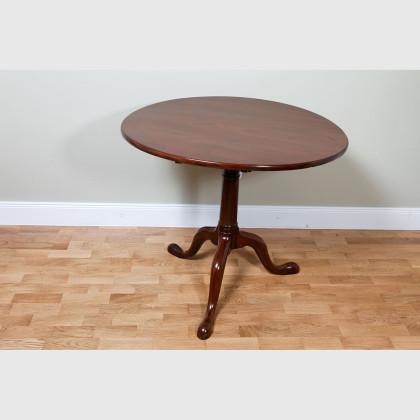 Seltener dreibeiniger Tisch