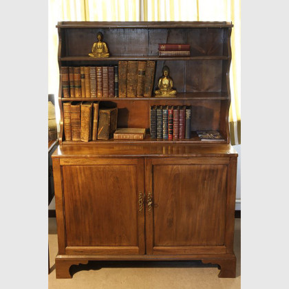 Seltenes englisches Bücherregal