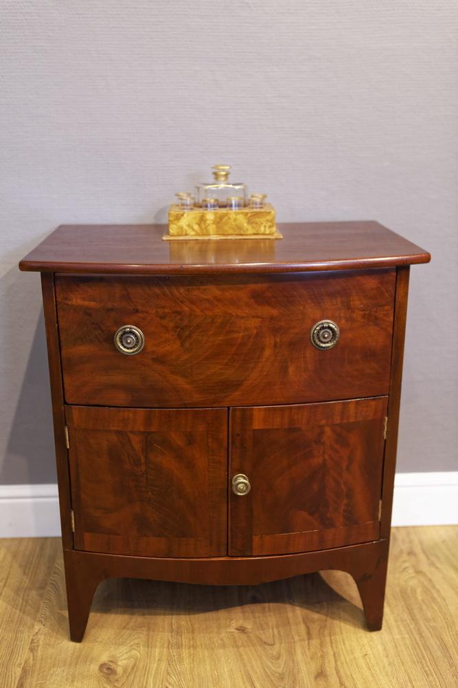kleines sideboard kommode mahagoni regency the. Black Bedroom Furniture Sets. Home Design Ideas