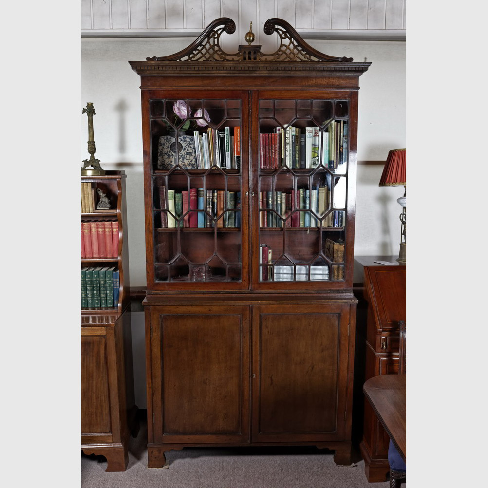b cherschrank sog two door bookcase chippendale style mahagoni england 20 jh the. Black Bedroom Furniture Sets. Home Design Ideas