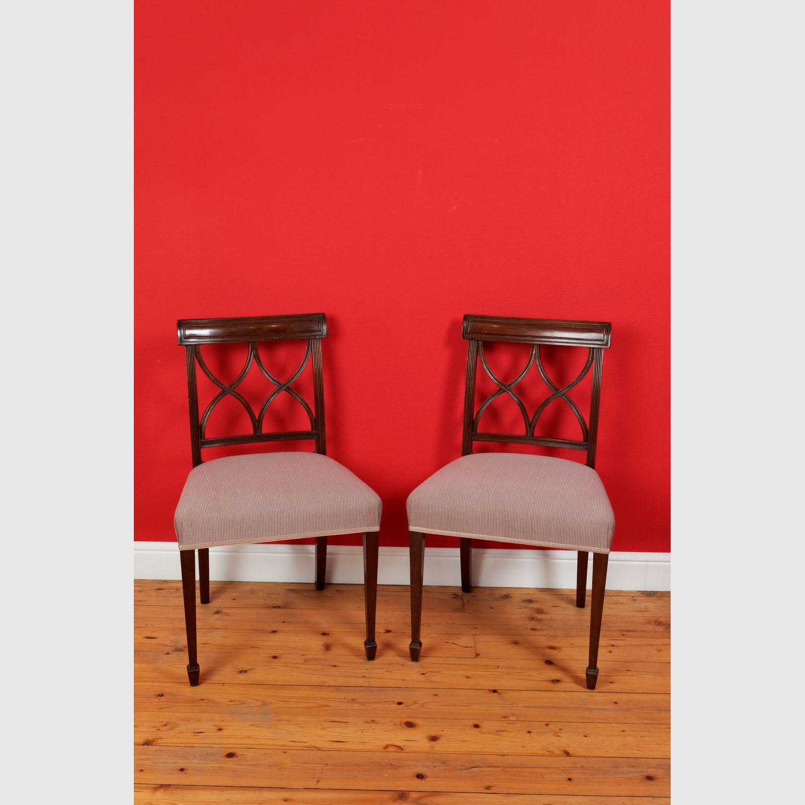Set Von 4 Esszimmerstühlen