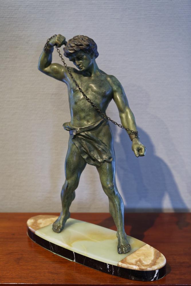 Art Deco – Figur Auf Marmorplatte