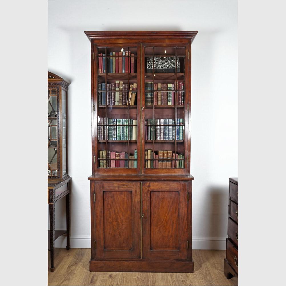 Seltener Schmaler Bücherschrank