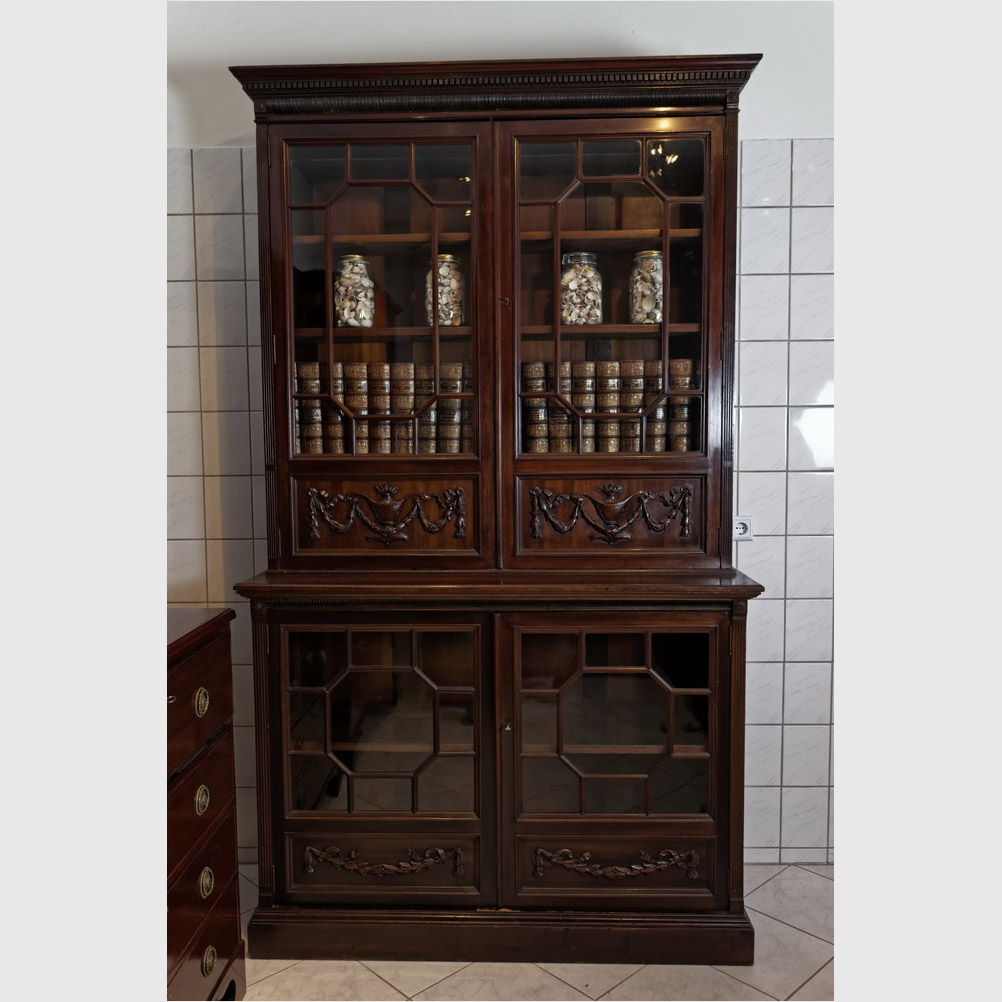 """Seltener Bücherschrank, """"Two Door Bookcase"""""""