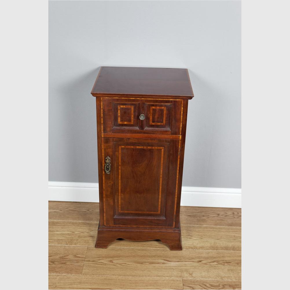 Intarsiertes Beistellschränkchen, Side Cabinet