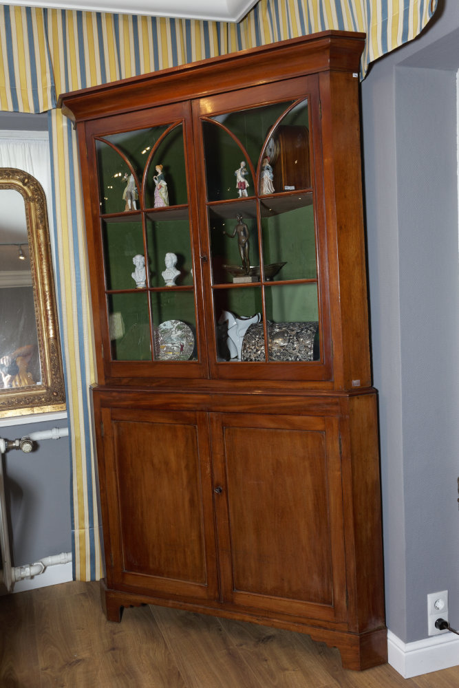 """Großer Eckschrank, Sog. """"Corner Cabinet"""""""