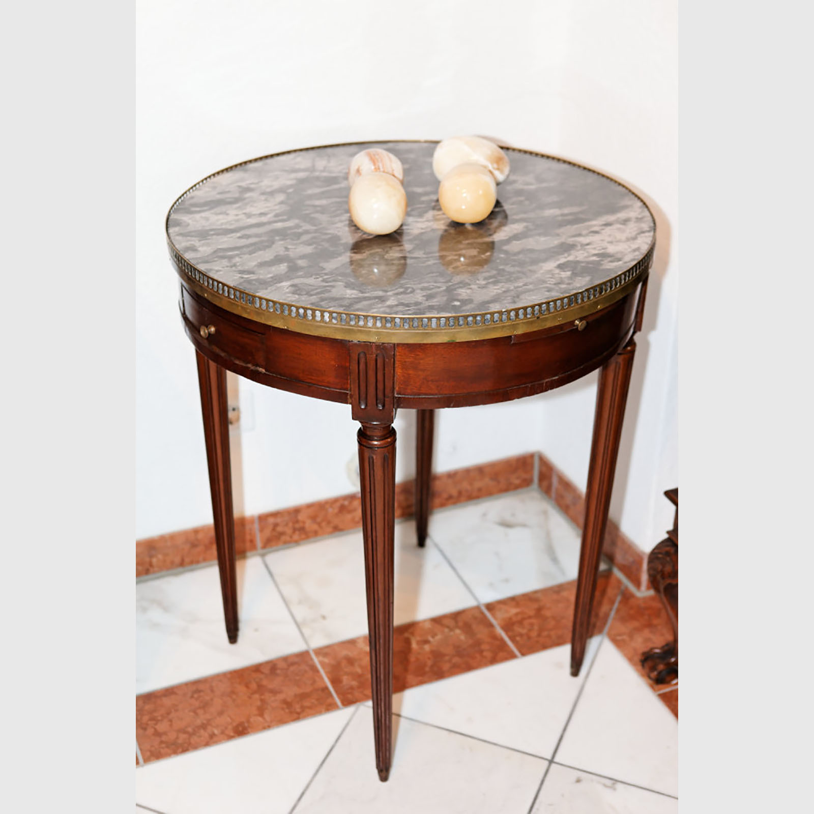 Seltener Louis XVI-Tisch Mit Mamorplatte