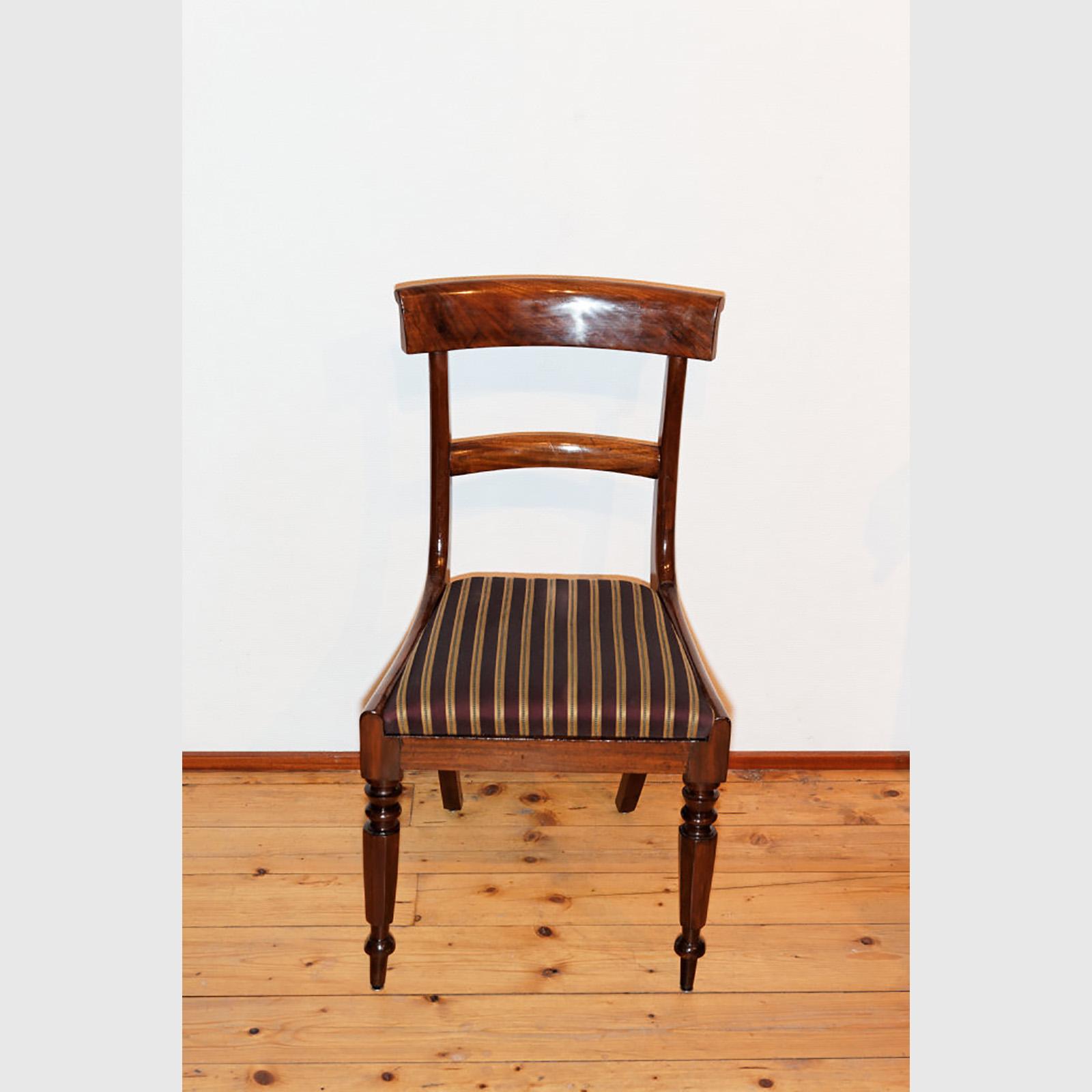 Set Von 3 Stühlen