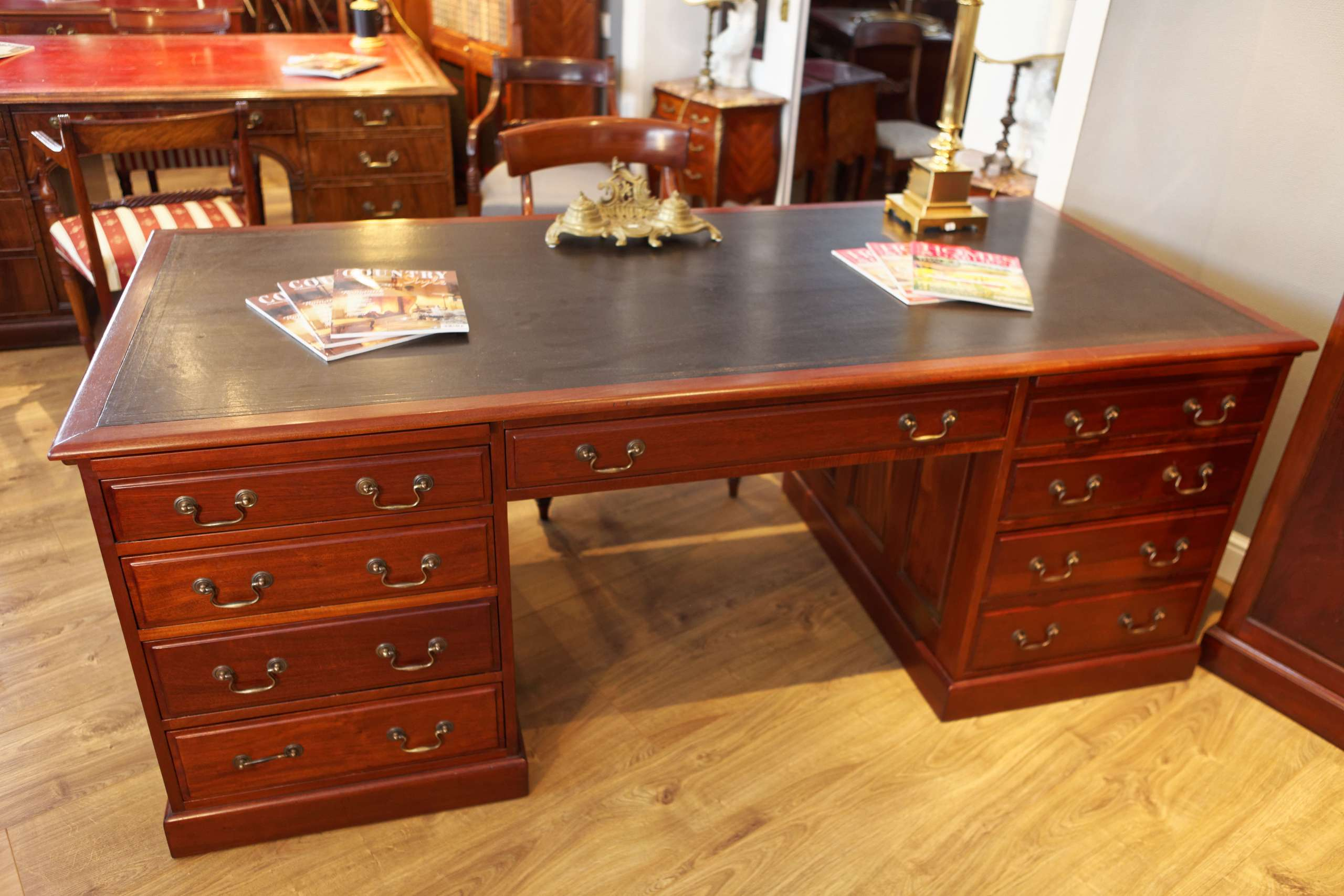 """Großer Doppelseitiger Schreibtisch, """"Partner's Desk"""""""