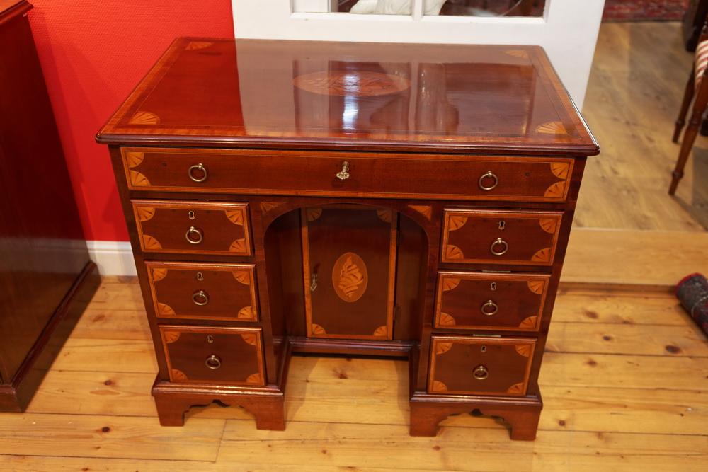 Intarsierter Schreibtisch, Kneehole Desk, Mahagoni