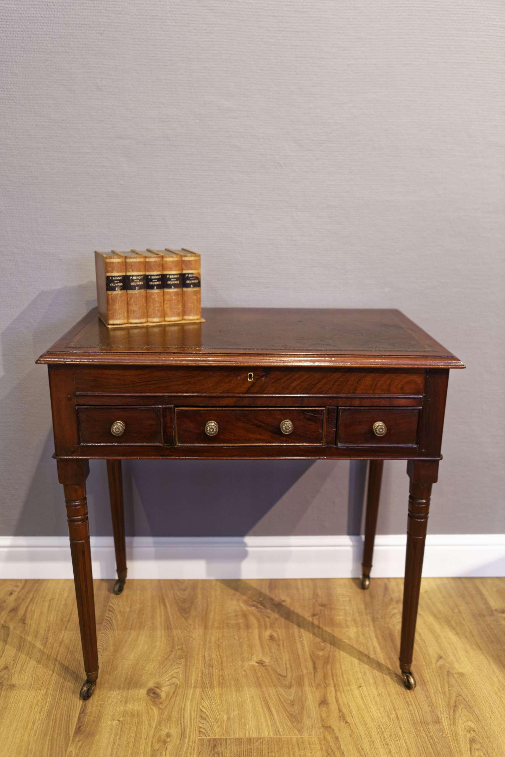 Kleiner Schreibtisch/Hallentisch, Mahagoni